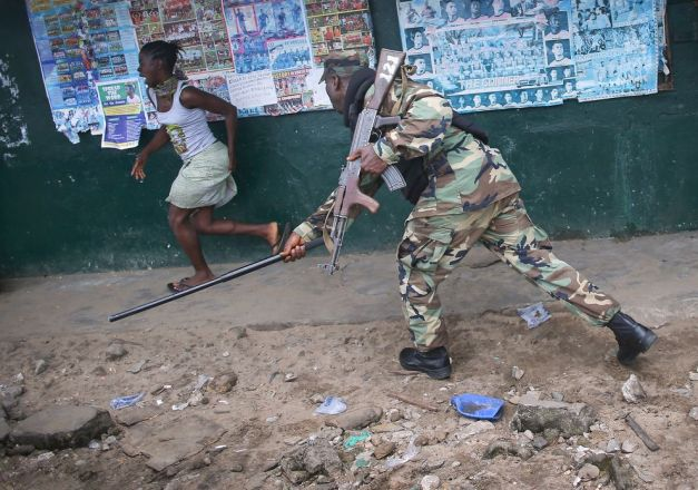 john-moore-liberia-ebola-1_82880_990x742