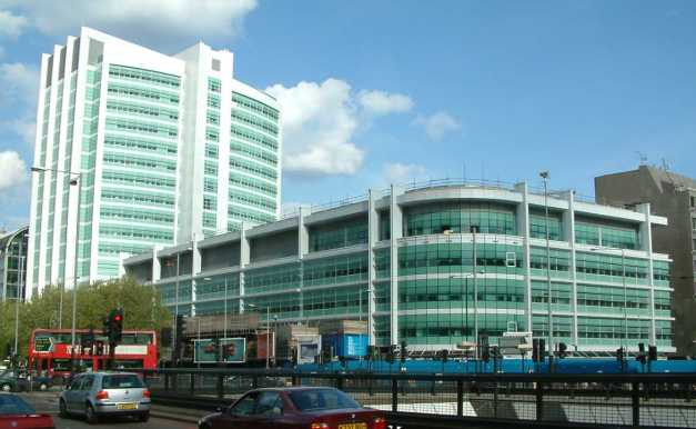 University_College_Hospital_-_New_Building_-_London_-_020504