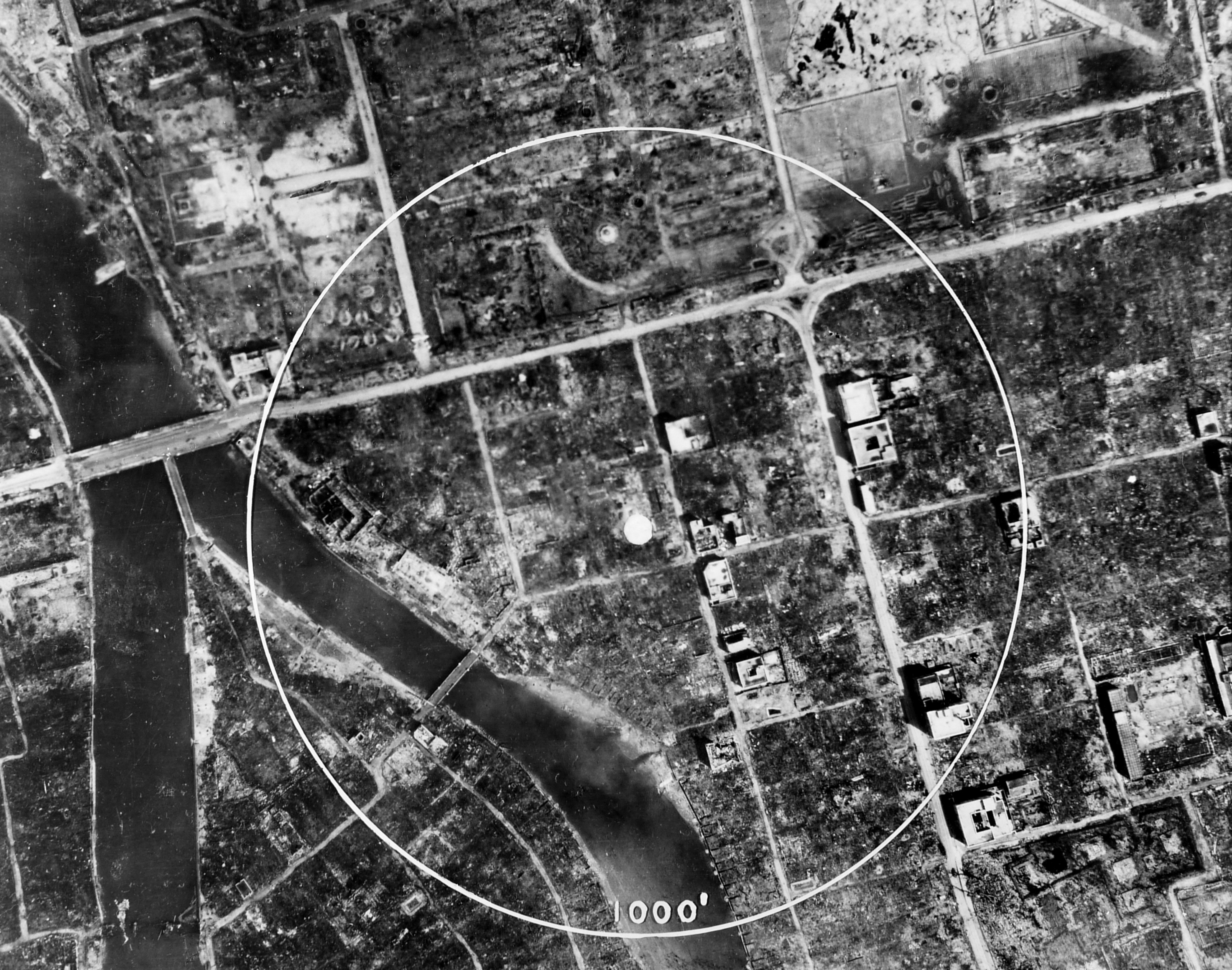 atomic bombing of hiroshima and nagesaki essay The atomic bomb essay  the atomic bombing of hiroshima and nagasaki was a decisive manoeuvre on part of the united states that brought a much-needed end to a.