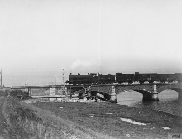 bridge-over-river-canche-at-etaples-damage-from-enemy-bombing-at-south-end-1918