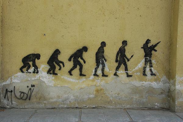 Vue d'artiste de l'évolution de l'Homme peinte sur un mur, stencil graffiti on Vali-ye-Asr Avenue in central Tehran. By Paul Keller, 4 November 2007